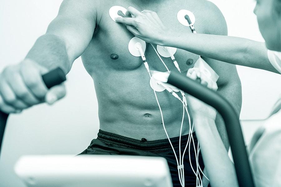 Belastungs-EKG, Mann auf Ergometer