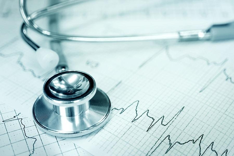 Kardiologie Stethoskop mit EKG-Herzkurve