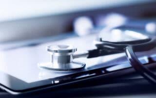 Blogbeitrag Stethoskop Kardiologe Herz Diagnostik