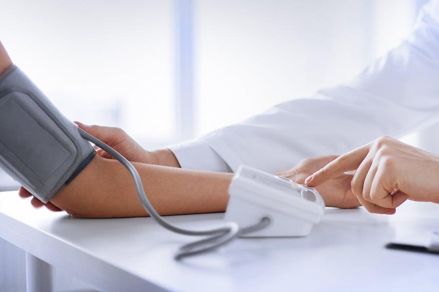 Bluthochdruck Hypertonie Blutdruck Messung Tischgerät Manschette